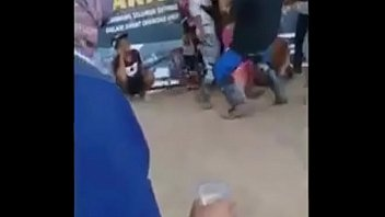 Двое парней дерут брюнеток в разгар жесткого группового порева