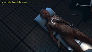 Голенькая шалунья светит обросшим лобком и мастурбирует секс забавками на диванчике