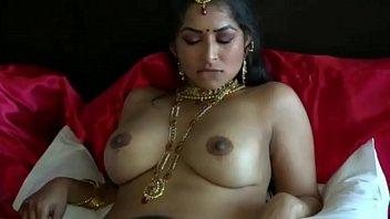 Молодка в клетчатом платье занимается порно с парнишкой на кровати