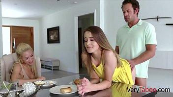 Шлюха проснулась от того, что муж вставил фаллос ей в очко