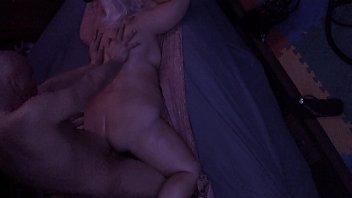 Русская девчушка проходит кастинг, прыгая анусом на хуе развратника вудмана
