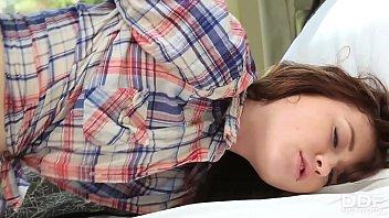 Озабоченный братец от трахал шаловливую сестренку