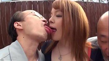 Хахаль с татухами на теле выполняет анилингус проститутке и разыгрывает её на попа
