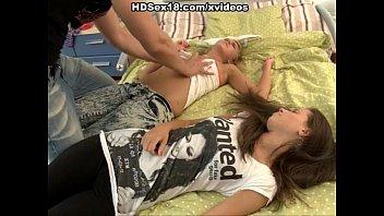 Доктор трахает пациентку в анал