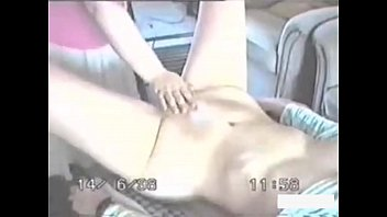 Девчонка в черных нейлоновых чулках страстно постанывает, когда порется раком и в иных позициях перед камерой