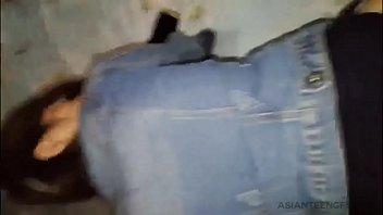 Коротко стриженная милфа и озорник трахнулись на мятой диванчика